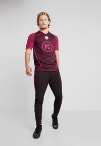 Nike Performance - FC HOME - Print T-shirt - night maroon/noble red/racer pink - 1