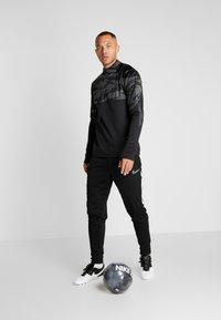 Nike Performance - THERMA SHIELD STRIKE - Fleece jumper - black/anthracite - 1