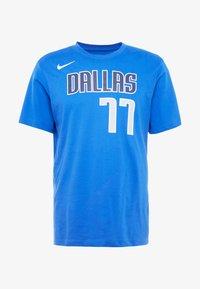 Nike Performance - NBA DALLAS MAVERICKS LUKA DONCIC NAME NUMBER TEE - Camiseta estampada - game royal - 4