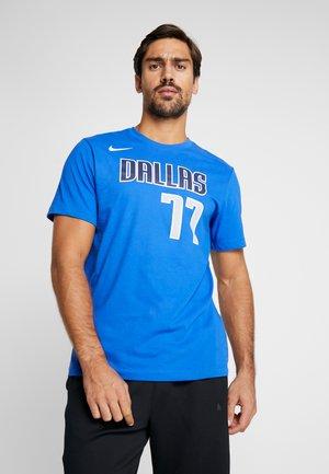NBA DALLAS MAVERICKS LUKA DONCIC NAME NUMBER TEE - T-shirt print - game royal