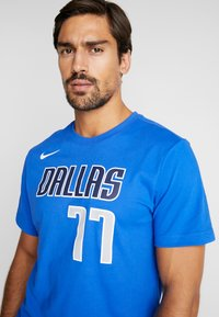Nike Performance - NBA DALLAS MAVERICKS LUKA DONCIC NAME NUMBER TEE - Camiseta estampada - game royal - 5