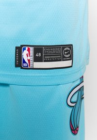 Nike Performance - NBA CITY EDITION JERSEY DWAYNE WADE MIAMI HEAT - Article de supporter - blue gale - 3