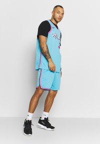 Nike Performance - NBA CITY EDITION JERSEY DWAYNE WADE MIAMI HEAT - Article de supporter - blue gale - 1