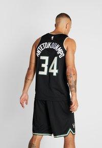Nike Performance - NBA MILWAUKEE BUCKS GIANNIS ANTETOKOUNMPO STATEMENT - Klubové oblečení - black - 2