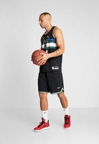 Nike Performance - NBA MILWAUKEE BUCKS GIANNIS ANTETOKOUNMPO STATEMENT - Klubové oblečení - black - 1