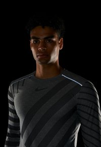Nike Performance - TECH COOL - Sports shirt - grey fog/black/reflective silver - 3