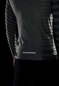 Nike Performance - TECH COOL - Sports shirt - grey fog/black/reflective silver - 4