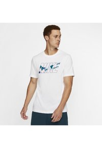 Nike Performance - DRY TEE DAZZLE CAMO - T-shirt med print - white/blue - 0