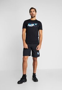 Nike Performance - DRY TEE DAZZLE CAMO - Camiseta estampada - black/mystic navy - 1