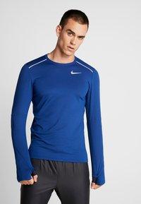 Nike Performance - CREW - Camiseta de deporte - obsidian/indigo force/reflective silver - 0