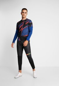 Nike Performance - CREW - Camiseta de deporte - obsidian/indigo force/reflective silver - 1