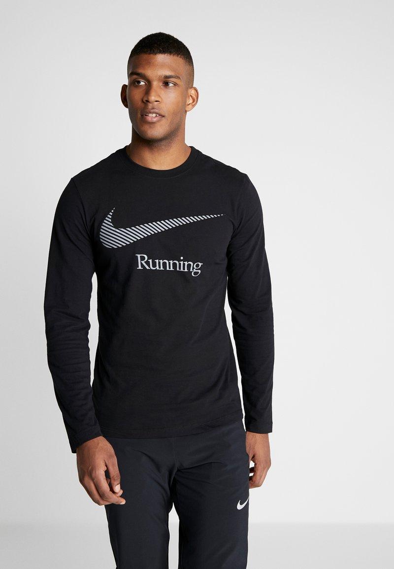 Nike Performance - DRY TEE RUN - Funktionstrøjer - black