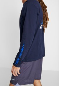 Nike Performance - DRY TEE AIR CODY - Funktionströja - obsidian - 3