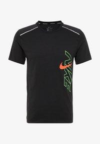 Nike Performance - BRTHE RISE - Camiseta estampada - black/reflective - 4