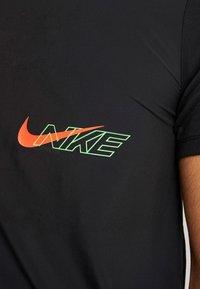 Nike Performance - BRTHE RISE - Camiseta estampada - black/reflective - 5