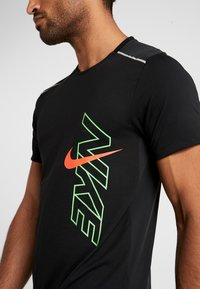 Nike Performance - BRTHE RISE - Print T-shirt - black/reflective - 3
