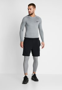 Nike Performance - PRO TIGHT MOCK - T-shirt sportiva - smoke grey/light smoke grey/black - 1