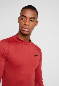 Nike Performance - PRO TIGHT MOCK - Camiseta de deporte - night maroon/university red/black - 3