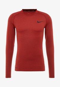 Nike Performance - PRO TIGHT MOCK - Camiseta de deporte - night maroon/university red/black - 4