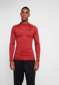 Nike Performance - PRO TIGHT MOCK - Camiseta de deporte - night maroon/university red/black - 0