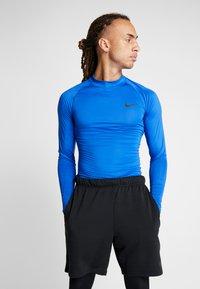 Nike Performance - PRO TIGHT MOCK - Funktionsshirt - game royal/black - 0