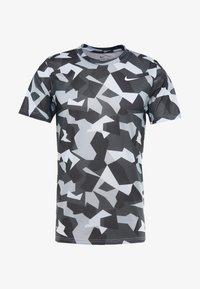 Nike Performance - DRY TEE LEG DAZ CAMO  - Camiseta estampada - grey/black - 3