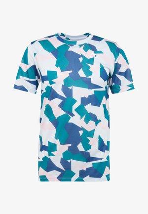 DRY TEE LEG DAZ CAMO  - Print T-shirt - football grey/pink foam
