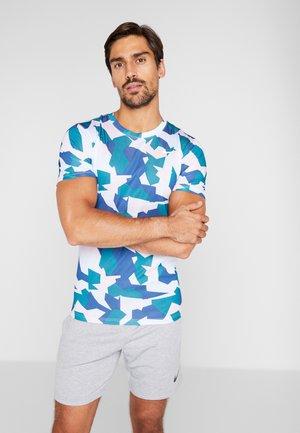 DRY TEE LEG DAZ CAMO  - T-shirt imprimé - football grey/pink foam