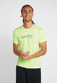 Nike Performance - MILER FLASH - T-shirt print - barely volt/silver - 0