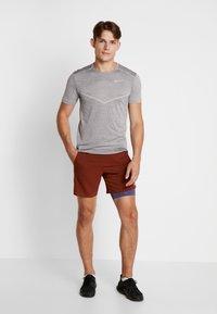 Nike Performance - TECHKNIT ULTRA - T-shirt imprimé - gunsmoke/atmosphere grey/silver - 1