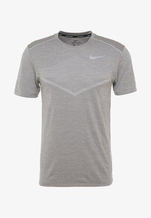 TECHKNIT ULTRA - T-shirt z nadrukiem - gunsmoke/atmosphere grey/silver