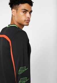 Nike Performance - DRY - Sportshirt - black/habanero red/scream green - 5