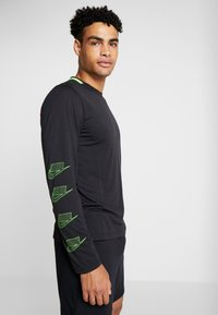 Nike Performance - DRY - Sportshirt - black/habanero red/scream green - 3