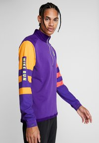 Nike Performance - WILD RUN MIDLAYER - Camiseta de deporte - court purple/kumquat/reflective silver - 3