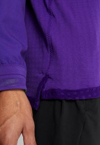 Nike Performance - WILD RUN MIDLAYER - Camiseta de deporte - court purple/kumquat/reflective silver - 4