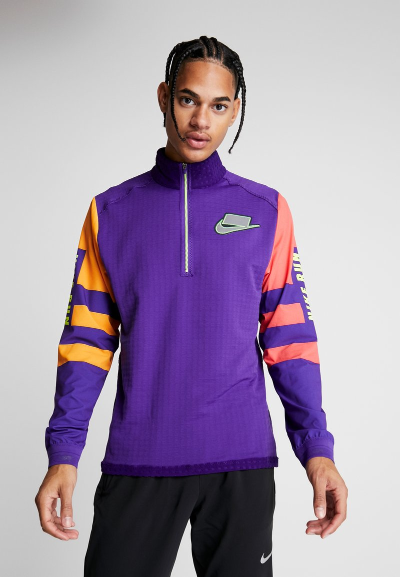 Nike Performance - WILD RUN MIDLAYER - Camiseta de deporte - court purple/kumquat/reflective silver