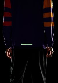 Nike Performance - WILD RUN MIDLAYER - Camiseta de deporte - court purple/kumquat/reflective silver - 5