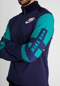 Nike Performance - WILD RUN MIDLAYER - Sports shirt - blackened blue/reflective silver - 3