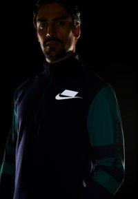 Nike Performance - WILD RUN MIDLAYER - Sports shirt - blackened blue/reflective silver - 4