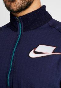 Nike Performance - WILD RUN MIDLAYER - Sports shirt - blackened blue/reflective silver - 7