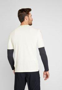 Nike Performance - WILD RUN - Funkční triko - pale ivory/off noir/black - 2