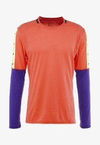 Nike Performance - WILD RUN - Camiseta de deporte - ember glow/court purple/black - 5