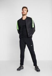 Nike Performance - WILD RUN - Sportshirt - black/off noir - 1