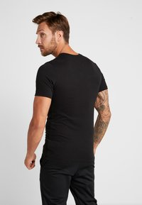 Nike Performance - DRY TEE NIKE TRAIN - T-shirt print - black/white - 2