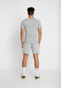 Nike Performance - DRY TEE - Print T-shirt - dark grey heather - 2