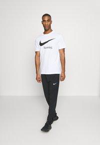 Nike Performance - DRY RUN  - Camiseta estampada - white - 1
