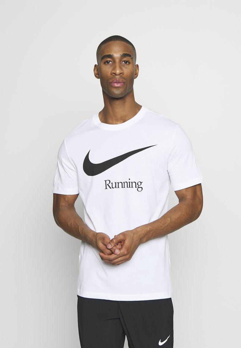 Nike Performance - DRY RUN  - Camiseta estampada - white