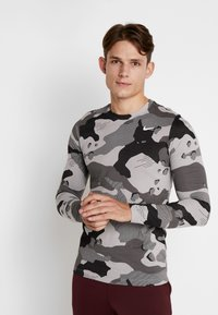 Nike Performance - DRY CAMO - T-shirt de sport - smoke grey - 0