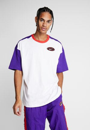 THROWBACK TEE - T-shirt print - white/court purple/university red
