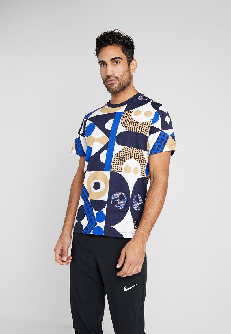 Nike Performance - DRY TEE - T-shirt imprimé - obsidian/game royal/beechtree